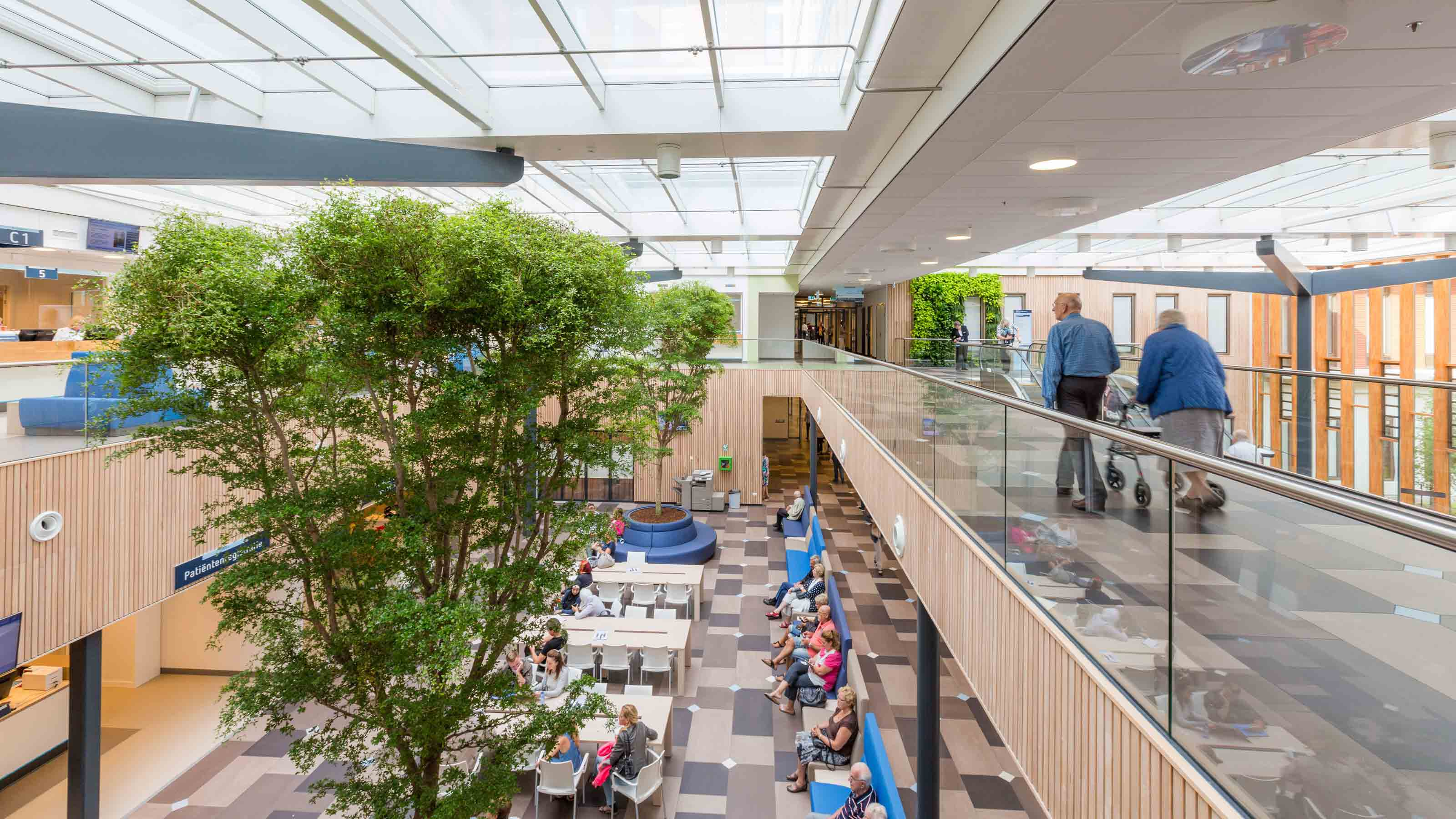 https://www.egm.nl/public/uploads/Reinier-de-Graaf-Gasthuis-centrale-hal-afbeelding1.jpg